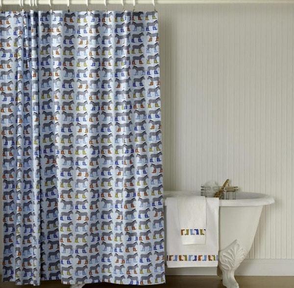 Dùng rèm che để ngăn cách nhà tắm và nhà vệ sinh