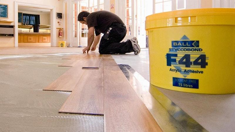 Sàn gỗ đang trong quá trình thi công