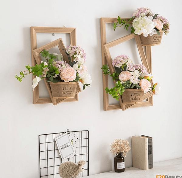 Khung ảnh là 1 ý tưởng trang trí hoa tươi trên tường rất độc đáo