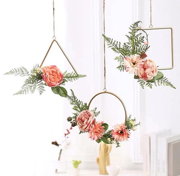 Hoa tươi kết hợp với móc treo hình thù độc đáo