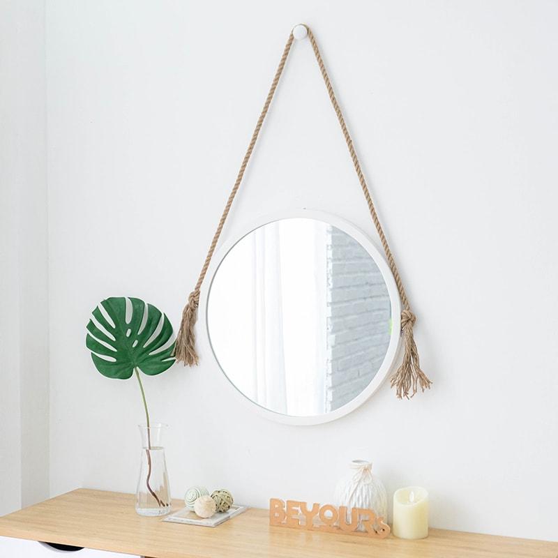 Gương tròn treo tường với thiết kế khung viền gỗ